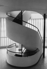 Villa_savoye_stairs_le_corbusier